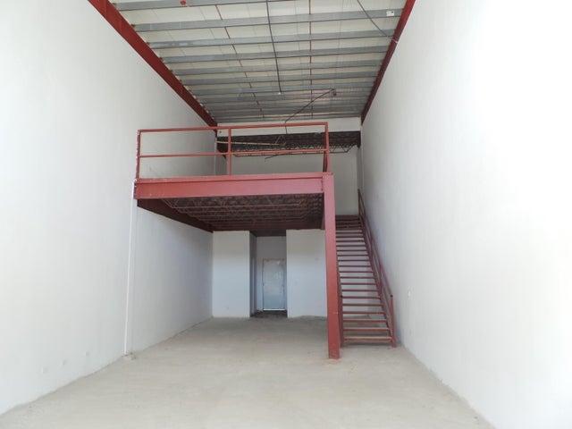 PANAMA VIP10, S.A. Local comercial en Venta en Milla 8 en Panama Código: 17-966 No.1