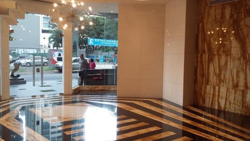 PANAMA VIP10, S.A. Oficina en Venta en Obarrio en Panama Código: 17-980 No.5