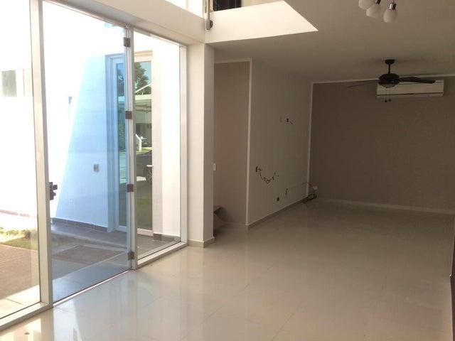 PANAMA VIP10, S.A. Casa en Venta en Costa Sur en Panama Código: 17-633 No.2