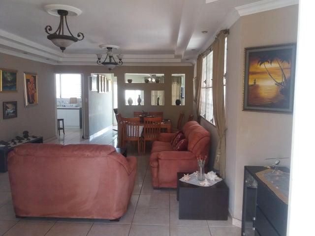 PANAMA VIP10, S.A. Casa en Venta en Brisas Del Golf en Panama Código: 15-2727 No.2