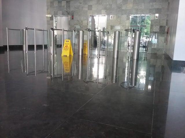 PANAMA VIP10, S.A. Oficina en Venta en Obarrio en Panama Código: 17-1634 No.1