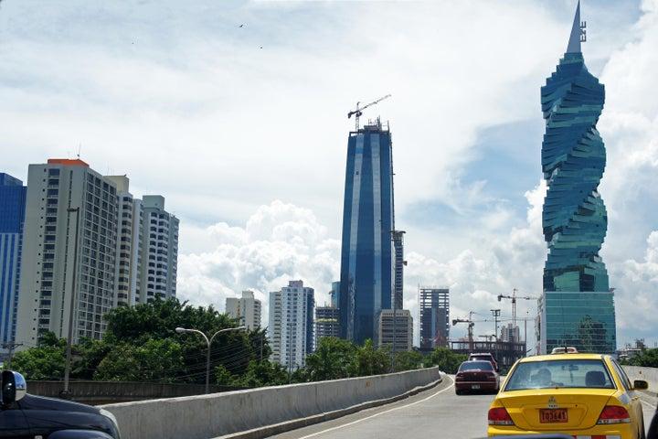 PANAMA VIP10, S.A. Oficina en Venta en Obarrio en Panama Código: 17-2010 No.6