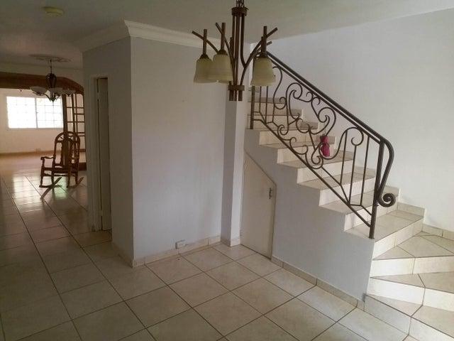 PANAMA VIP10, S.A. Casa en Venta en Brisas Del Golf en Panama Código: 17-2437 No.5
