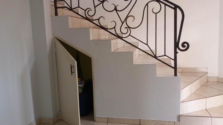 PANAMA VIP10, S.A. Casa en Venta en Brisas Del Golf en Panama Código: 17-2437 No.6