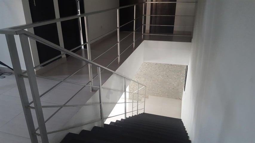 PANAMA VIP10, S.A. Casa en Venta en Altos de Panama en Panama Código: 16-2560 No.8