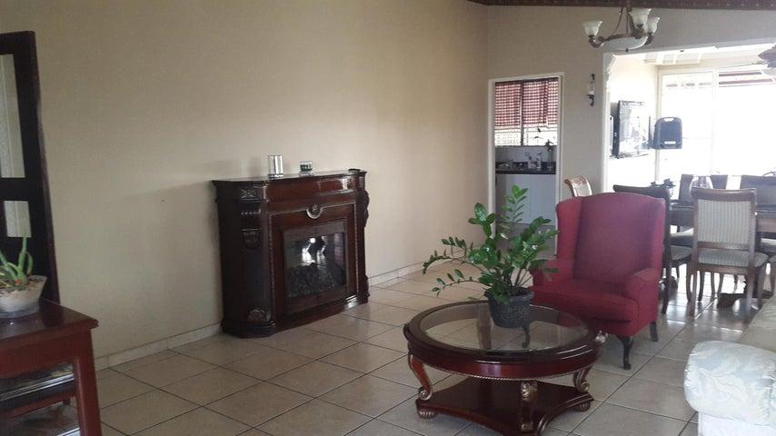 PANAMA VIP10, S.A. Casa en Venta en Brisas Del Golf en Panama Código: 17-2818 No.4