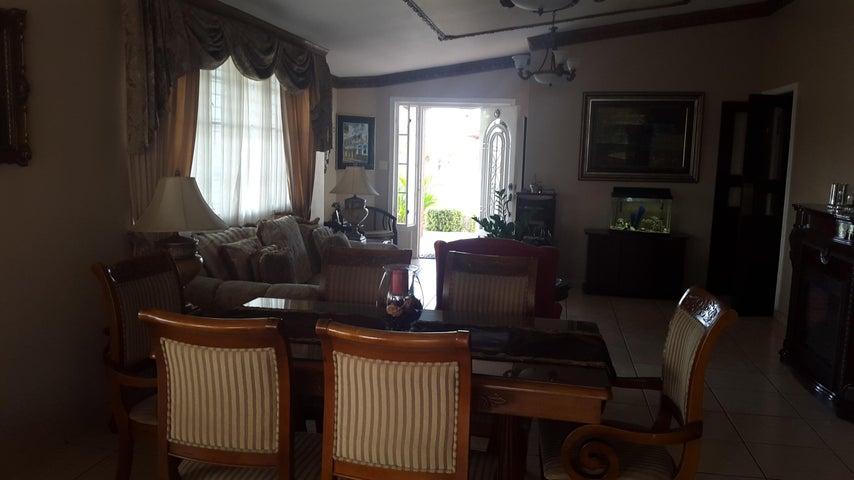 PANAMA VIP10, S.A. Casa en Venta en Brisas Del Golf en Panama Código: 17-2818 No.5