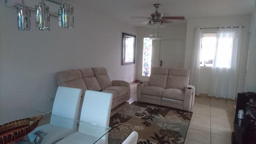 PANAMA VIP10, S.A. Casa en Venta en Brisas Del Golf en Panama Código: 17-3876 No.2