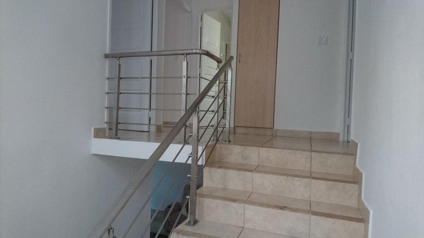 PANAMA VIP10, S.A. Casa en Venta en Brisas Del Golf en Panama Código: 17-3876 No.4