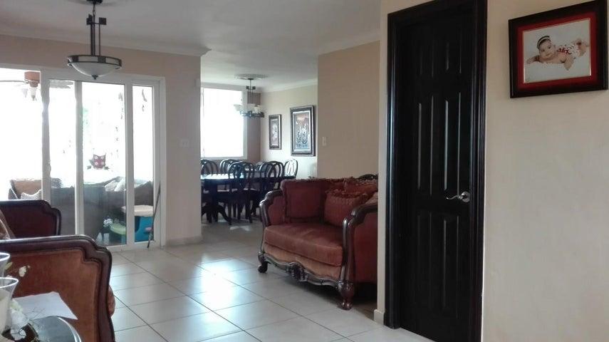 PANAMA VIP10, S.A. Casa en Venta en Brisas Del Golf en Panama Código: 17-3986 No.1