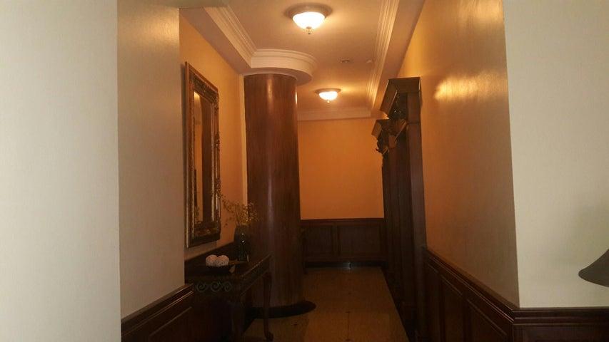 PANAMA VIP10, S.A. Apartamento en Alquiler en Obarrio en Panama Código: 17-3992 No.2