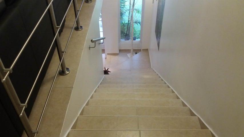 PANAMA VIP10, S.A. Casa en Venta en Altos de Panama en Panama Código: 17-4023 No.6