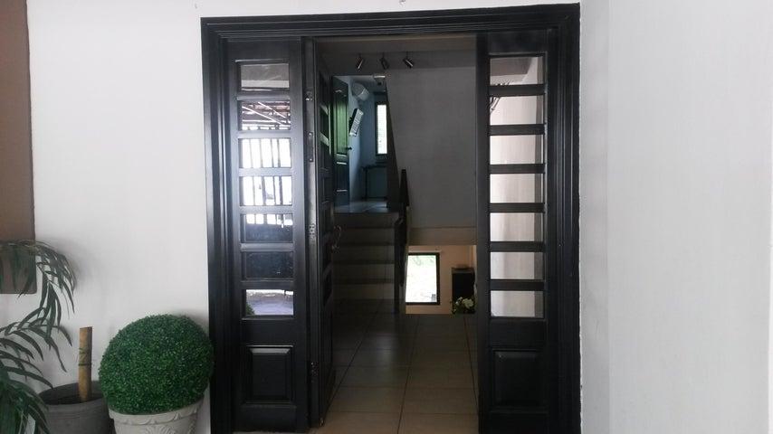 PANAMA VIP10, S.A. Casa en Venta en Altos de Panama en Panama Código: 17-4074 No.3