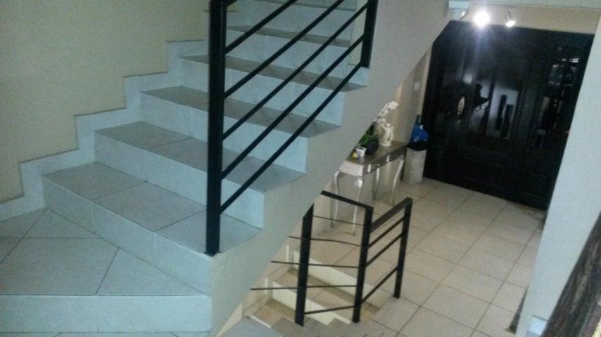 PANAMA VIP10, S.A. Casa en Venta en Altos de Panama en Panama Código: 17-4074 No.6
