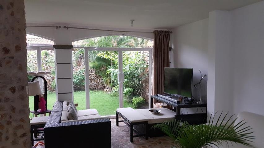 PANAMA VIP10, S.A. Casa en Venta en Versalles en Panama Código: 17-4145 No.2