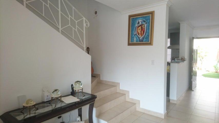 PANAMA VIP10, S.A. Casa en Venta en Brisas Del Golf en Panama Código: 17-4166 No.7