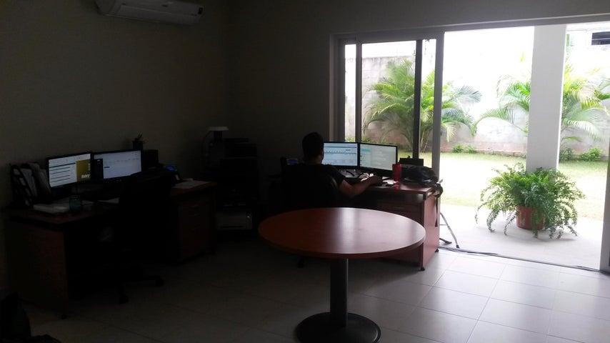 PANAMA VIP10, S.A. Casa en Alquiler en Versalles en Panama Código: 17-4351 No.5