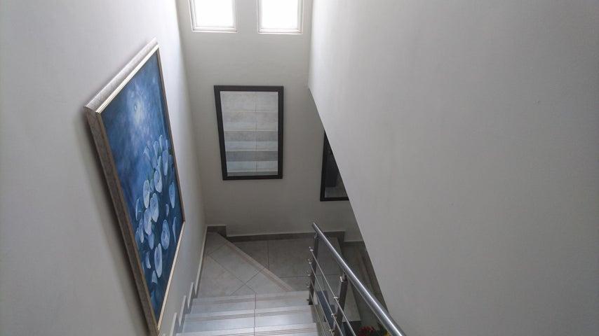 PANAMA VIP10, S.A. Casa en Venta en Brisas Del Golf en Panama Código: 17-4893 No.4