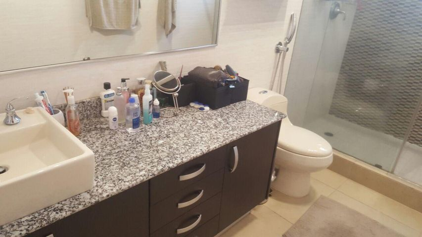 PANAMA VIP10, S.A. Casa en Venta en Brisas Del Golf en Panama Código: 17-4928 No.4