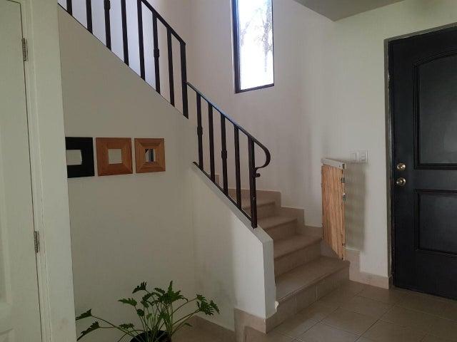 PANAMA VIP10, S.A. Casa en Alquiler en Versalles en Panama Código: 17-4895 No.1