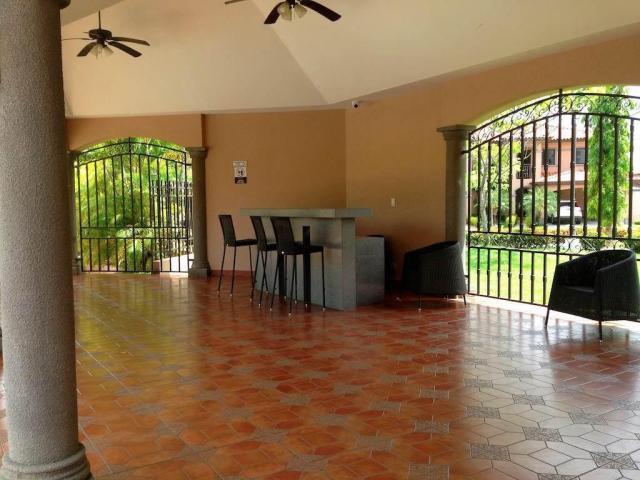 PANAMA VIP10, S.A. Casa en Venta en Versalles en Panama Código: 17-4898 No.1