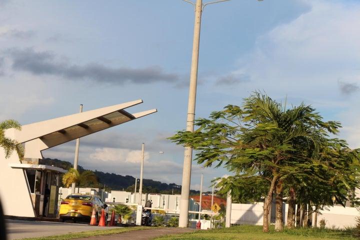 PANAMA VIP10, S.A. Casa en Venta en Brisas Del Golf en Panama Código: 17-5613 No.2