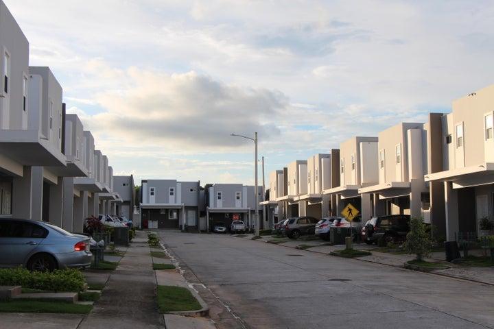PANAMA VIP10, S.A. Casa en Venta en Brisas Del Golf en Panama Código: 17-5613 No.3
