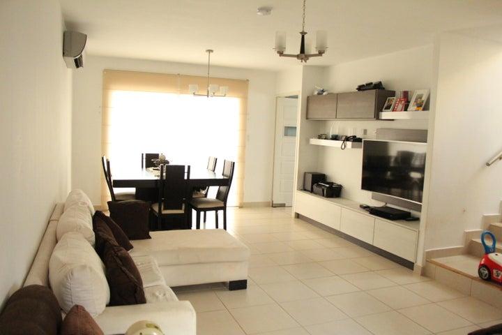PANAMA VIP10, S.A. Casa en Venta en Brisas Del Golf en Panama Código: 17-5613 No.4