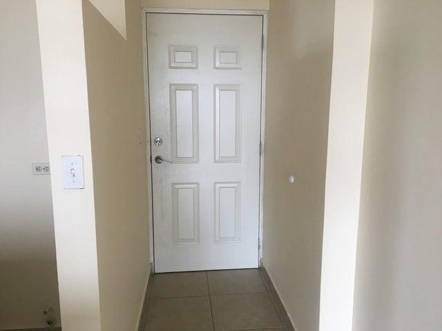 PANAMA VIP10, S.A. Apartamento en Venta en 12 de Octubre en Panama Código: 17-5365 No.4