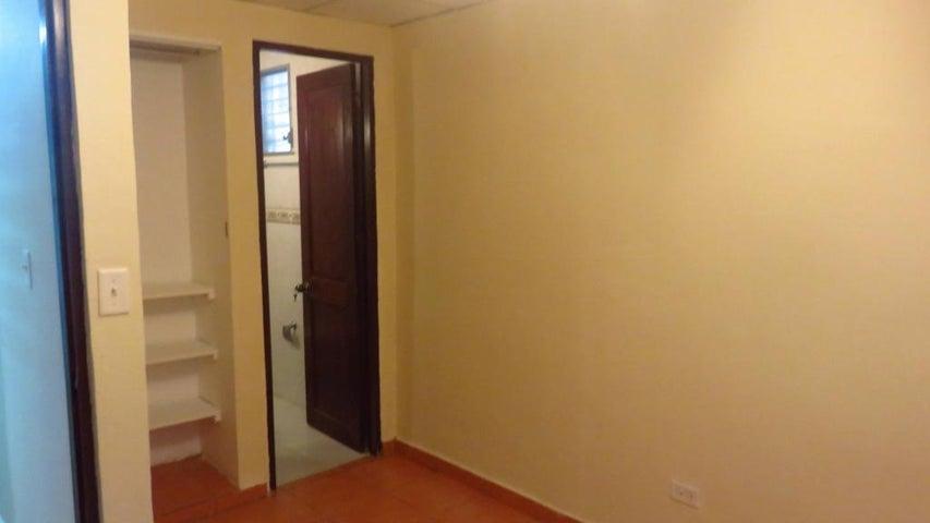 PANAMA VIP10, S.A. Apartamento en Alquiler en Obarrio en Panama Código: 17-5606 No.6