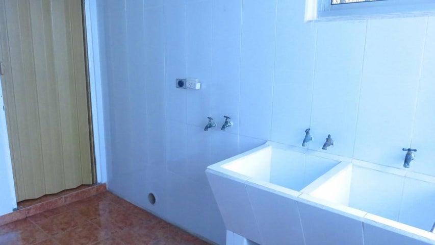 PANAMA VIP10, S.A. Apartamento en Alquiler en Obarrio en Panama Código: 17-5606 No.9