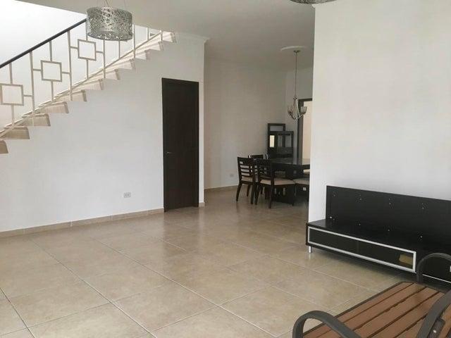 PANAMA VIP10, S.A. Casa en Venta en Altos de Panama en Panama Código: 17-5642 No.2