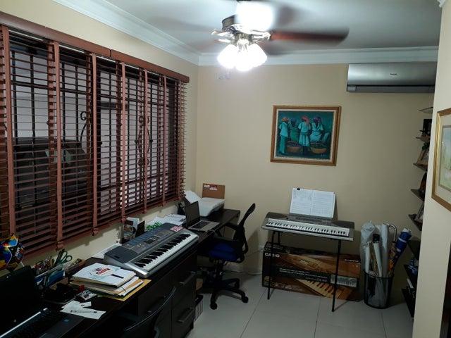 PANAMA VIP10, S.A. Casa en Venta en Altos de Panama en Panama Código: 17-5648 No.1