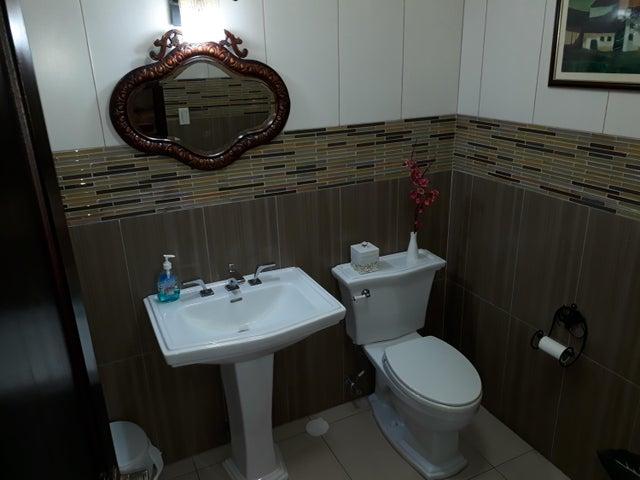 PANAMA VIP10, S.A. Casa en Venta en Altos de Panama en Panama Código: 17-5648 No.2