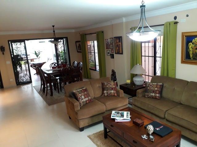 PANAMA VIP10, S.A. Casa en Venta en Altos de Panama en Panama Código: 17-5648 No.4