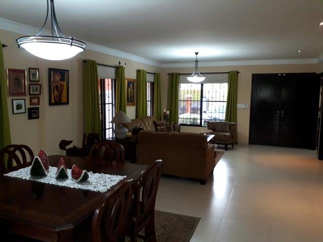 PANAMA VIP10, S.A. Casa en Venta en Altos de Panama en Panama Código: 17-5648 No.5