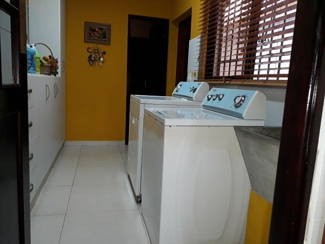 PANAMA VIP10, S.A. Casa en Venta en Altos de Panama en Panama Código: 17-5648 No.7