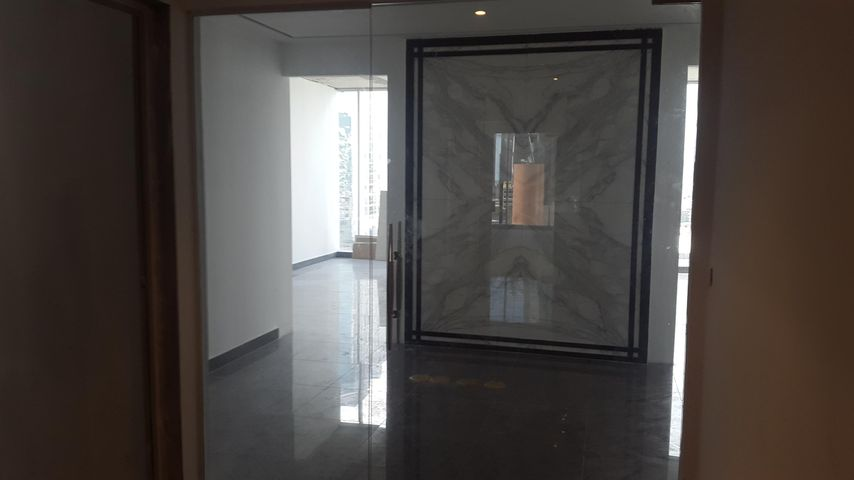 PANAMA VIP10, S.A. Oficina en Venta en Obarrio en Panama Código: 17-5673 No.5