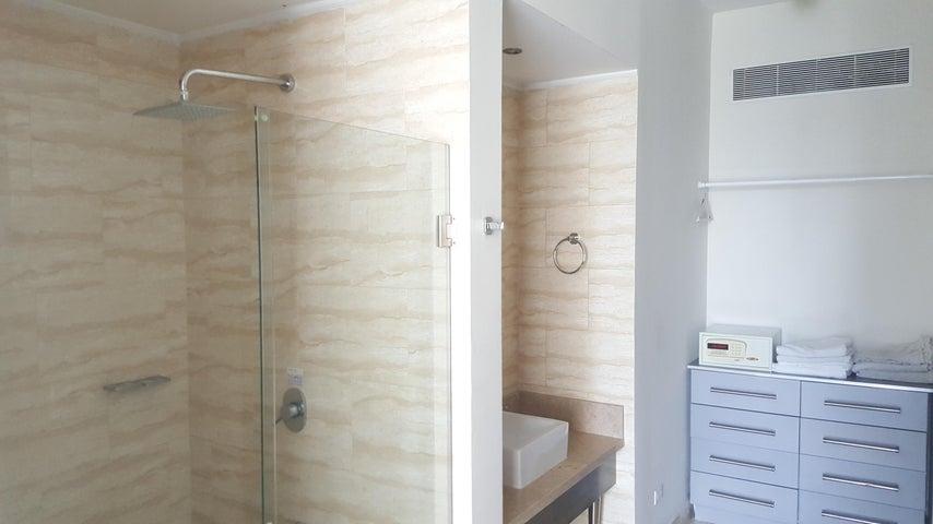PANAMA VIP10, S.A. Apartamento en Alquiler en Obarrio en Panama Código: 17-5841 No.7