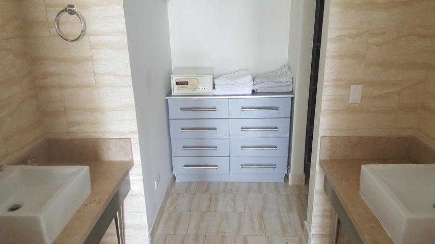 PANAMA VIP10, S.A. Apartamento en Alquiler en Obarrio en Panama Código: 17-5841 No.8