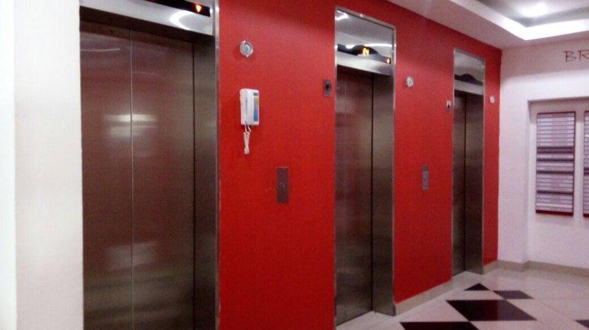 PANAMA VIP10, S.A. Oficina en Venta en Via Brasil en Panama Código: 17-5988 No.1