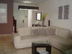PANAMA VIP10, S.A. Casa en Alquiler en Brisas Del Golf en Panama Código: 17-6333 No.1