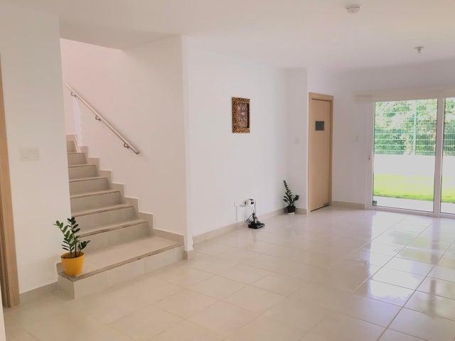 PANAMA VIP10, S.A. Casa en Venta en Brisas Del Golf en Panama Código: 17-6629 No.1