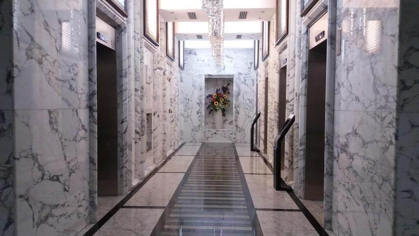 PANAMA VIP10, S.A. Oficina en Venta en Obarrio en Panama Código: 17-6651 No.3