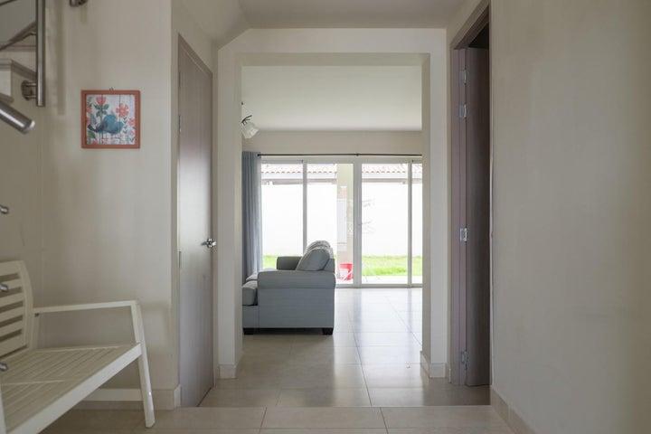 PANAMA VIP10, S.A. Casa en Alquiler en Versalles en Panama Código: 17-6675 No.2