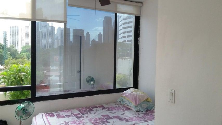 PANAMA VIP10, S.A. Apartamento en Venta en Obarrio en Panama Código: 18-84 No.3