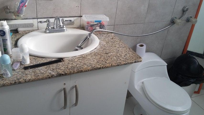 PANAMA VIP10, S.A. Apartamento en Venta en Obarrio en Panama Código: 18-84 No.9