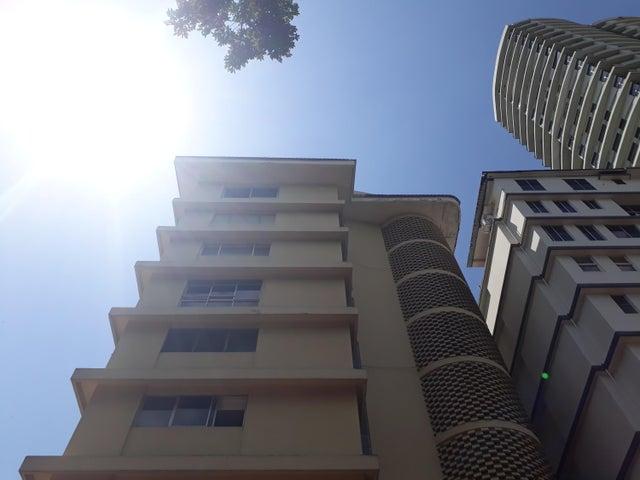 Apartamento / Alquiler / Panama / La Cresta / FLEXMLS-18-2305