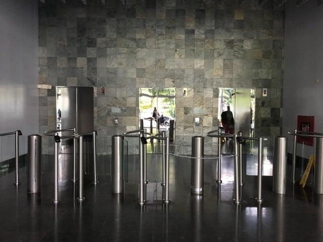 PANAMA VIP10, S.A. Oficina en Venta en Obarrio en Panama Código: 18-2948 No.2