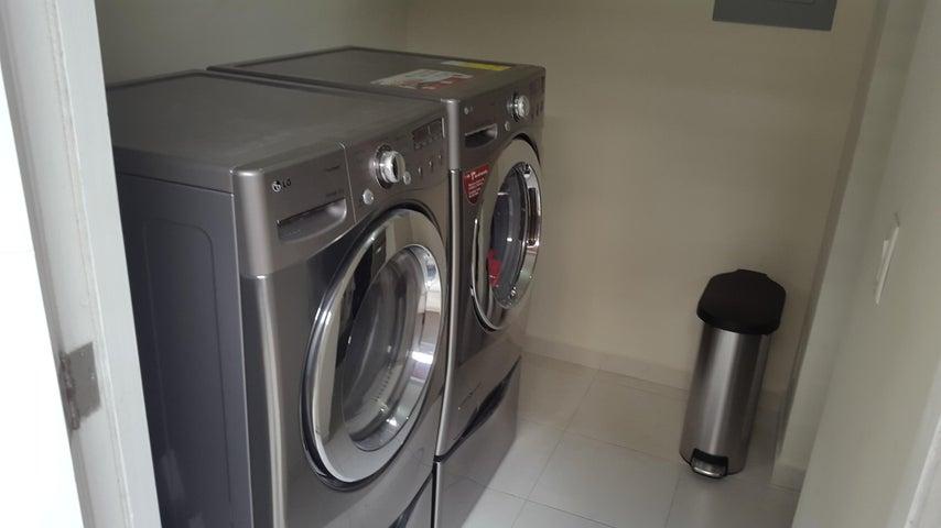 PANAMA VIP10, S.A. Apartamento en Alquiler en Versalles en Panama Código: 18-3035 No.8